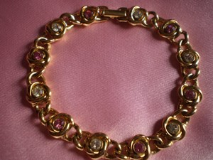 Like new Goldtone w/crystals bracelet