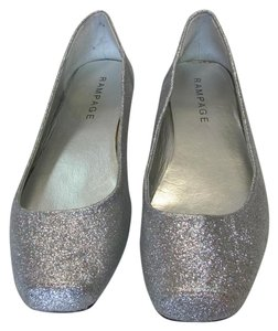 Rampage New Size 10.00 M Excellent Condition Silver Flats