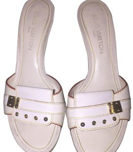 Louis Vuitton Cream/Ivory Pumps