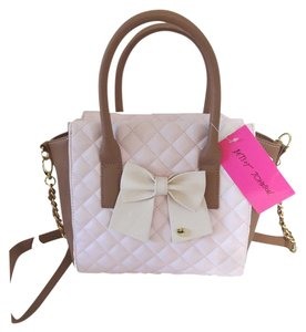 Betsey Johnson Satchel in blush/spice