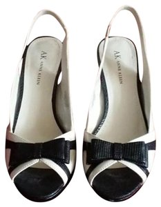 Anne Klein Classic Chic Black/Cream Sandals