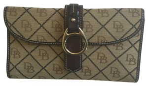 Dooney & Bourke Signature