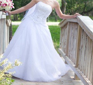 David's Bridal V9675 Wedding Dress