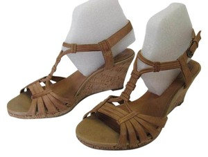 Clarks Leather Size 7.00 M Very Good Condition Neutral Sandals