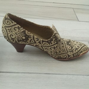 Latigo Velma Heel Brocade Oxford brocade/tan Pumps