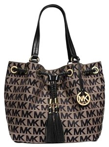 Michael Kors Large Jet Set Gathered Tote in Beige/Black