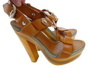 Gucci Sandal Leather Wood Buckle camel Sandals