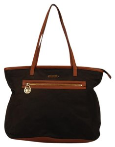 d58cce84547f Michael Kors Shoulder Bags - Up to 90% off at Tradesy