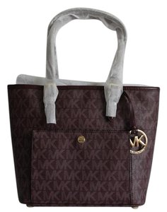 Michael Kors Jet Set Snap Pocket Signature Tote in Merlot