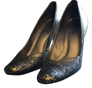 Carlos by Carlos Santana Black & Silver Pumps