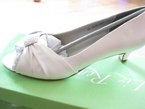 Liz-rene-angel-size-8-white-silk-wedding-formal-evening-shoe Wedding Shoes
