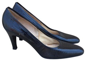 DeLiso Vintage Embossed Black Pumps