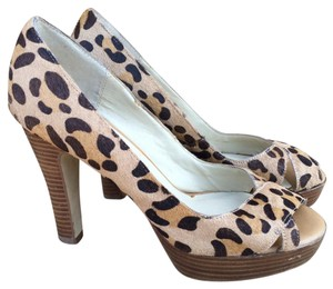 Steve Madden Leopard Peep Toe Stacked Heel Textured Glamorl Tan Pumps