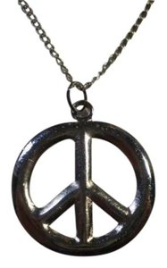 Other Silvertone peace symbal necklace