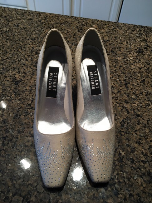 Item - Oyster Special Occasion Off-white Crystals Pumps Size US 7 Regular (M, B)