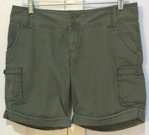Mossimo Supply Co. Like New Cargo-style Cargo Shorts Military Green