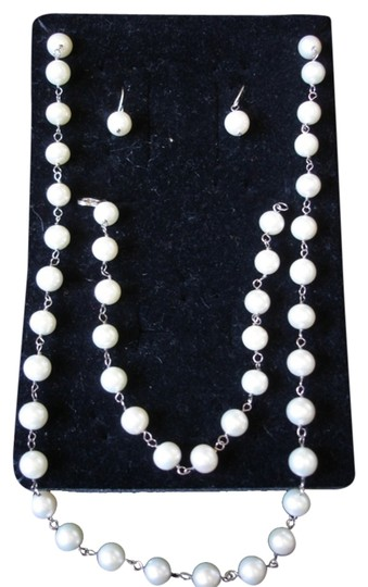 Preload https://img-static.tradesy.com/item/1591233/white-freshwater-pearls-and-sterling-silver-925-bracelet-earrings-necklace-lot-new-0-0-540-540.jpg