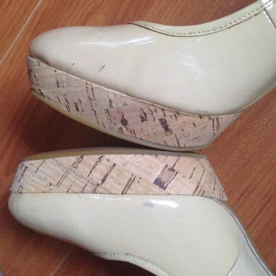 MICHAEL Michael Kors Patent Leather Cork Natural Rounded Toe Nude Beige Pumps