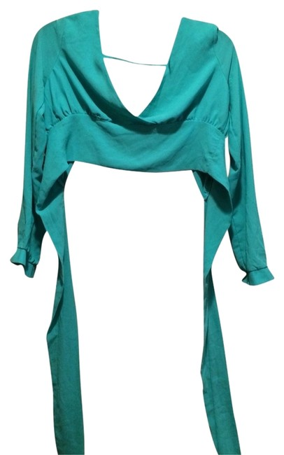 Preload https://img-static.tradesy.com/item/1591940/green-crop-blouse-size-4-s-0-0-650-650.jpg
