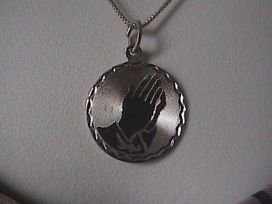 "Vintage Sterling silver "" PRAYING HAND "" Necklace"