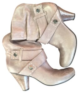 Janet D. Stitched Heel Leather Grey Boots