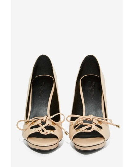 Nasty Gal beige Pumps