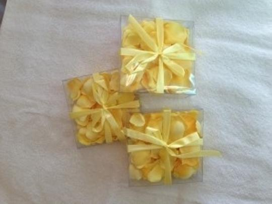 Preload https://img-static.tradesy.com/item/159401/allstate-floral-and-craft-yellow-petals-poly-silk-reception-decoration-0-0-540-540.jpg