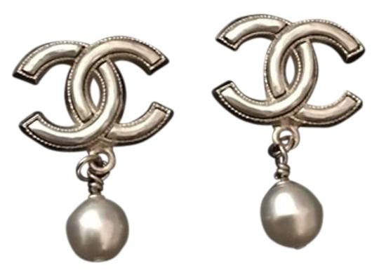 Preload https://item1.tradesy.com/images/chanel-gold-sale-large-iconic-cc-pearl-drop-earrings-15950185-0-1.jpg?width=440&height=440