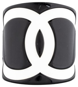 Chanel Black, white resin Chanel interlocking CC cuff bracelet