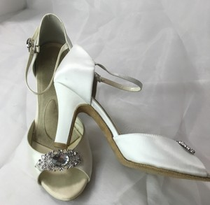 Angela Nuran Diamond White Antique Formal Size US 8.5