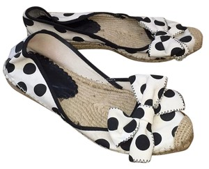 Ras Black and white Flats