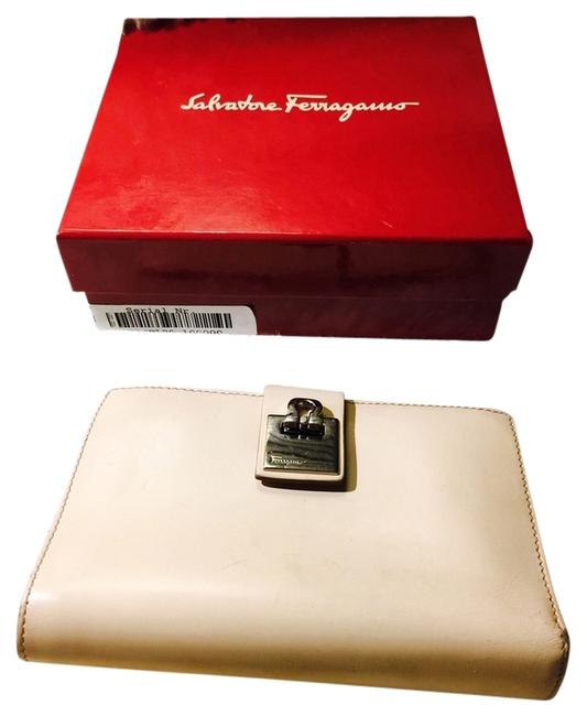 Item - Cream Leather Wallet