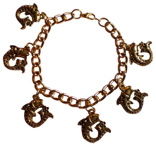 Preload https://img-static.tradesy.com/item/159577/gold-new-fish-charm-bracelet-0-1-540-540.jpg