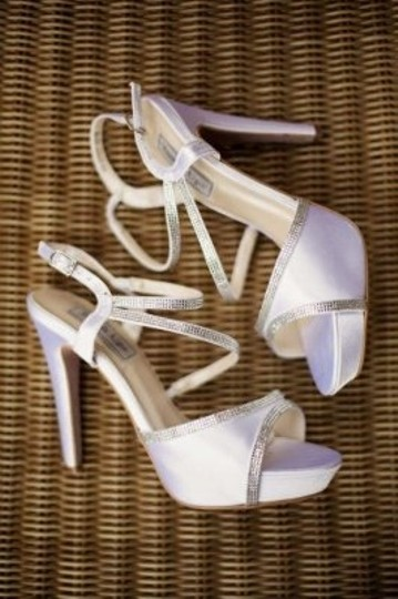 Preload https://item5.tradesy.com/images/touch-ups-white-bridal-shoes-formal-size-us-8-159594-0-0.jpg?width=440&height=440