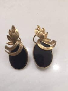 onix and gold earring
