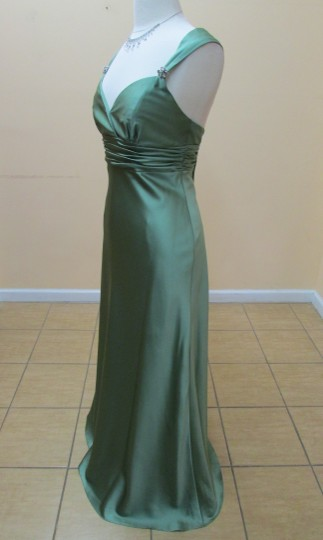 Alfred Angelo Clover Satin 7071 Formal Bridesmaid/Mob Dress Size 10 (M)