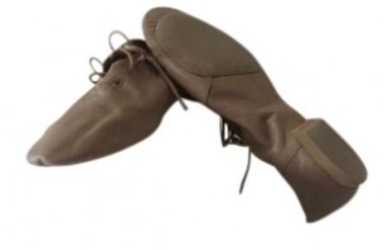 Preload https://item1.tradesy.com/images/bloch-nude-dance-flats-size-us-9-159645-0-0.jpg?width=440&height=440