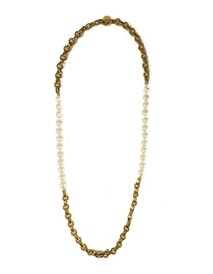 Preload https://img-static.tradesy.com/item/15965587/chanel-goldtone-and-ivory-vintage-70s-gold-cable-chain-link-and-pearl-necklace-0-3-540-540.jpg