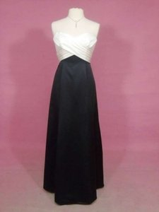 Alfred Angelo Ivory/Black Satin 7133 Formal Bridesmaid/Mob Dress Size 8 (M)