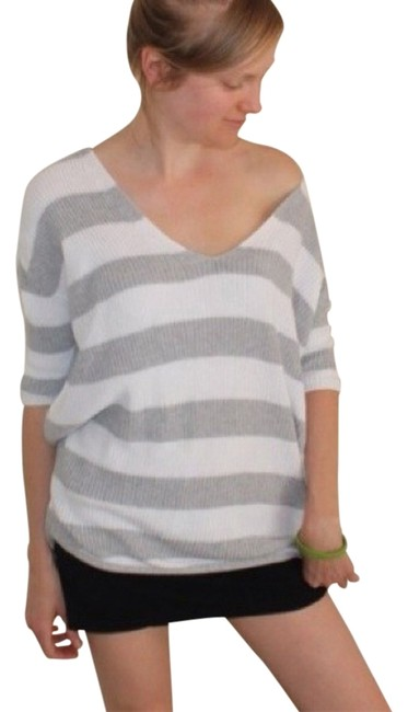 Preload https://img-static.tradesy.com/item/1596900/express-gray-and-white-striped-sweaterpullover-size-8-m-0-0-650-650.jpg