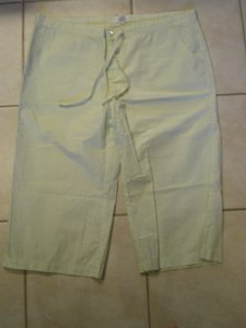 Banana Republic Capris green and white