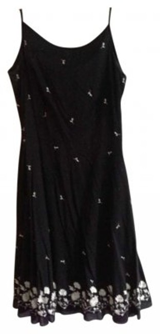 Preload https://item2.tradesy.com/images/ann-taylor-black-and-white-above-knee-short-casual-dress-size-petite-6-s-159711-0-0.jpg?width=400&height=650