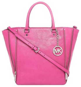 Michael Kors Newman Tote in Fuschia