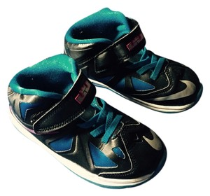 Lebrons Black/blue Athletic