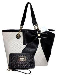 Betsey Johnson Extra Large Tote in bone