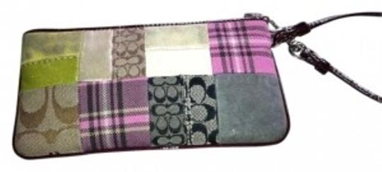 Preload https://item1.tradesy.com/images/coach-patchwork-leather-wristlet-159815-0-0.jpg?width=440&height=440