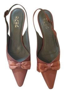 BCBGMAXAZRIA Vintage Pointed With Bow Bcbgenerations Vintage BCBG Light Peachy Mauve Pumps