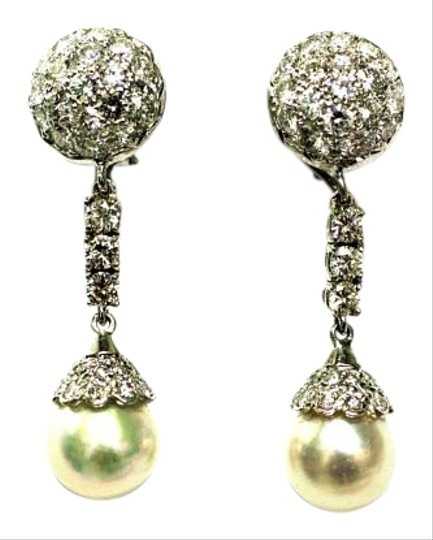 Preload https://item2.tradesy.com/images/white-stunnind-drop-pear-diamond-earrings-15986626-0-1.jpg?width=440&height=440