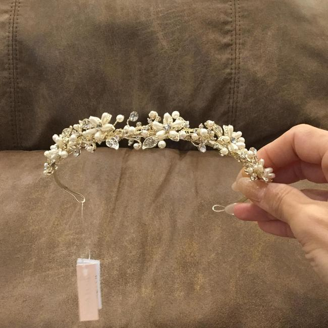 Item - Gold Crown Headpiece Hair Accessory