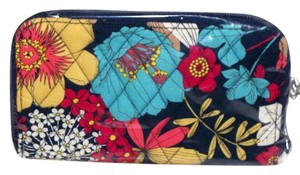Vera Bradley NWT Happy Snails Vera Bradley Large Zip Wallet Sold Out